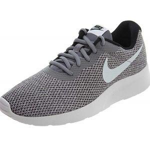 Nike Shoes - Like new Nike Tanjun Se Sneaker